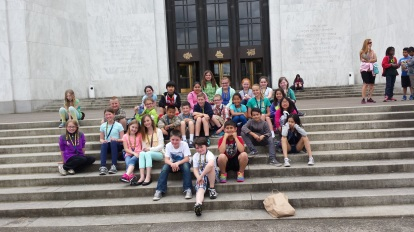 Class on steps of the State Capitol
